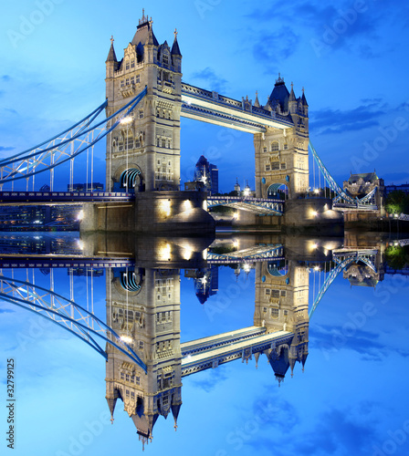 Fototapeta architektura   tower-bridge-w-londynie