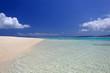 水納島の真っ白い砂浜と透き通った海
