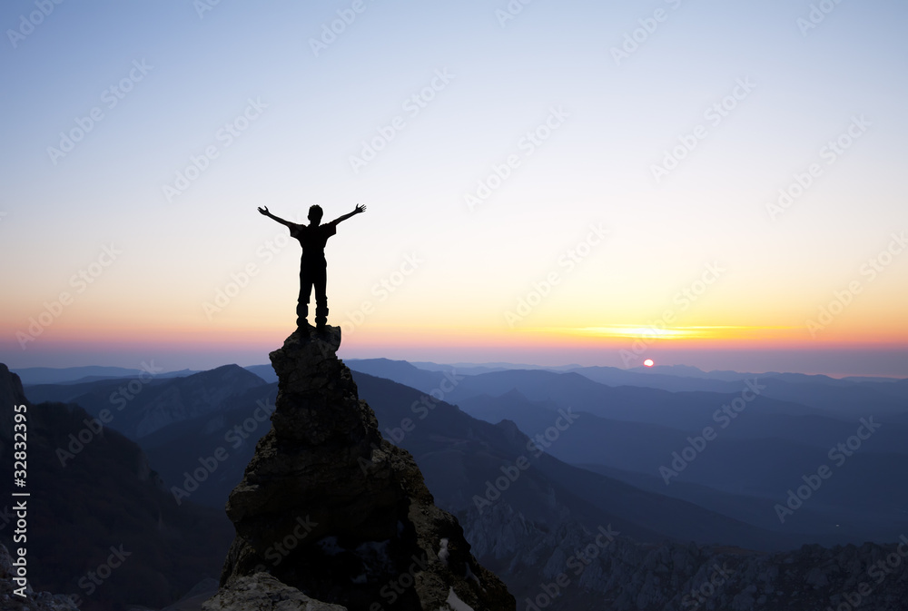 Fototapety, obrazy: Man on the top of the rock