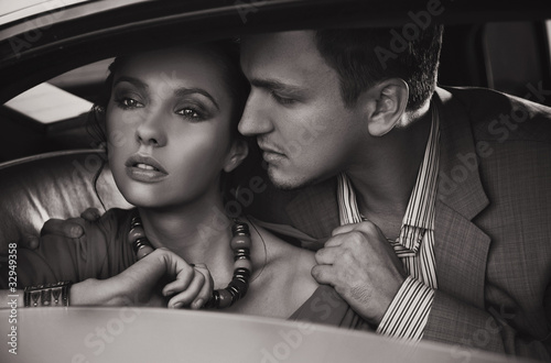 Nowoczesny obraz na płótnie Emotive portrait of a gorgeous young couple
