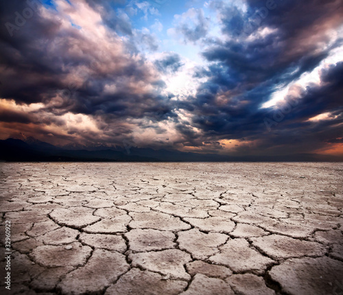 Staande foto Bleke violet drought earth