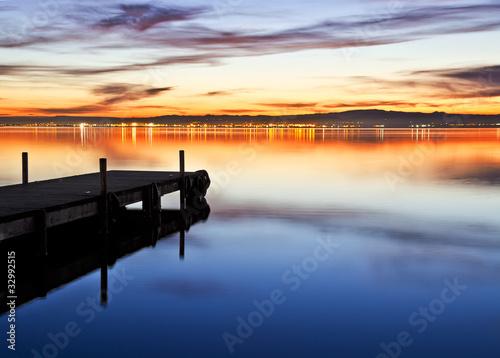 Foto auf AluDibond Pier en el lago azul