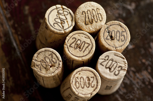 Tela  Bordeaux red wine bottle corks