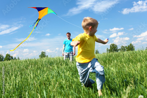 Fotografie, Obraz  father with son in summer with kite