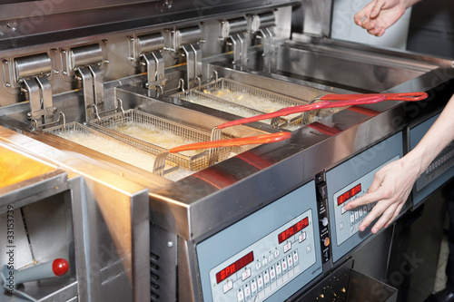 Fotografía  Deep fryer with boiling oil