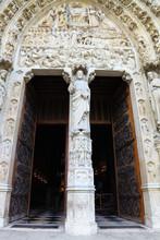 Open Door To Notre Dame De Paris