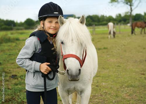 Fotografie, Obraz  Mädchen mit pony