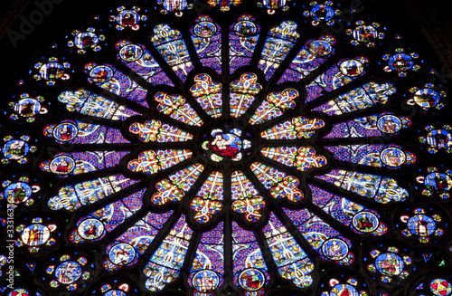 In de dag Stained Paris - rosette in st.Denis cathedral