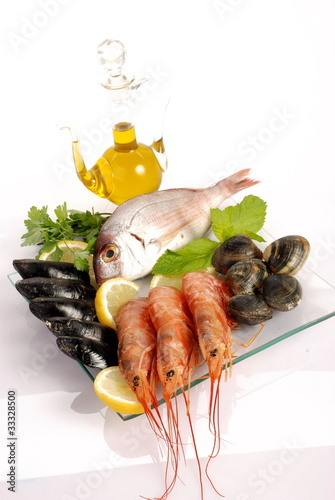 Piatto Di Pesce Fresco Su Vetro Buy This Stock Photo And Explore