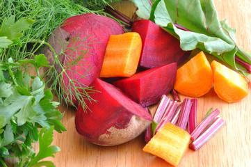 Fototapeta Warzywa pokrojone warzywa na drewnianej desce