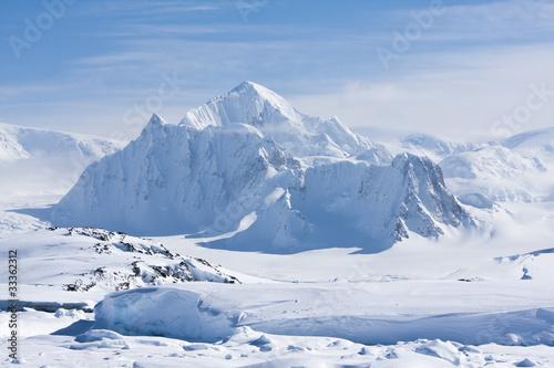 Foto auf Gartenposter Antarktika snowy peaks