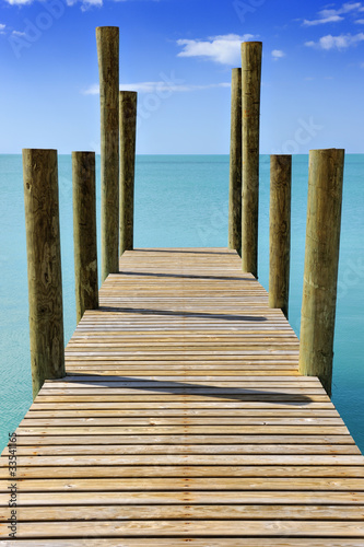 Foto auf AluDibond Pier Wooden jetty leading into a turquoise sea in Governor's Harbour