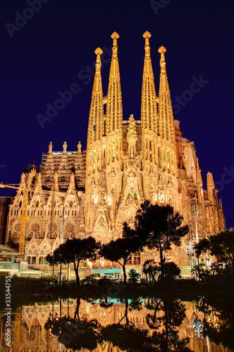 In de dag Barcelona Sagrada Familia bei Nacht ohne Kräne, Antoni Gaudi