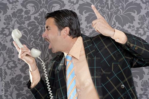 Photo  Angry nerd businessman retro telephone call shouting