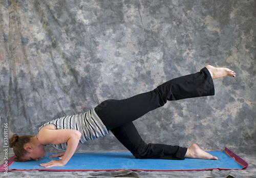 Fototapety, obrazy: woman doing Yoga posture sunbird pose left