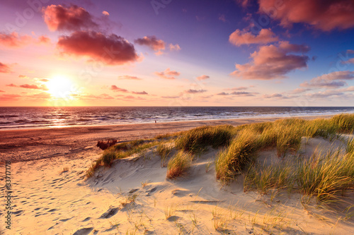 Nadmorski z wydmami o zachodzie słońca
