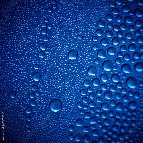 niebieskie-krople-wody