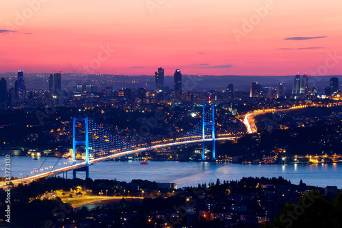 Fotobehang Turkije Istanbul Bosporus Bridge on sunset