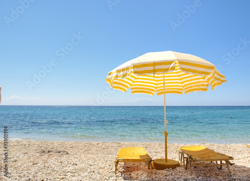 Foto auf Acrylglas Tropical strand Sunchairs and umbrella on Carribean Beach