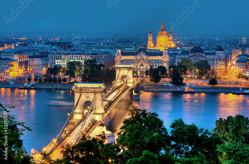 Photo  Budapest Kettenbrücke und St. Stephansbasilika