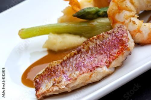 Foto op Canvas Klaar gerecht Gastronomie, cuisine, restaurant, poisson, rouget, plat