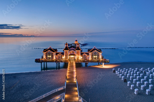 Foto-Kissen - The pier of Sellin at sunset (von elxeneize)