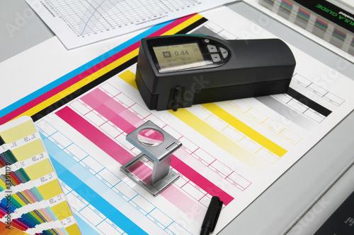 Fotografía  Druckbogen, Farben und Densitometer