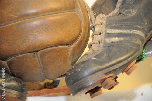 Piłka nożna - historyczna - piłka i buty