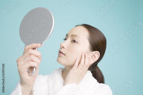 Fotografía  鏡を見ている女性