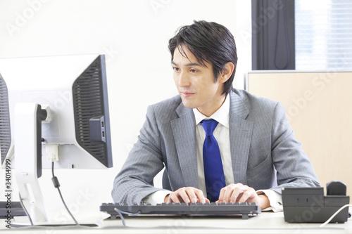 Fotografie, Obraz  パソコンを使うビジネスマン
