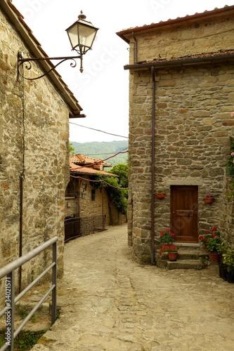 starozytna-sredniowieczna-wioska-quota-di-poppi