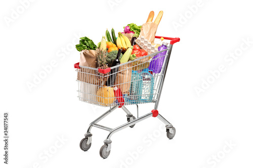 Fotografía  A shopping cart full with various groceries