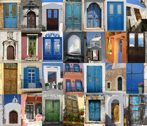 Staande foto Tunesië Doors of Greece