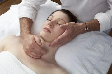 Fototapeta na wymiar massage du cou et du visage
