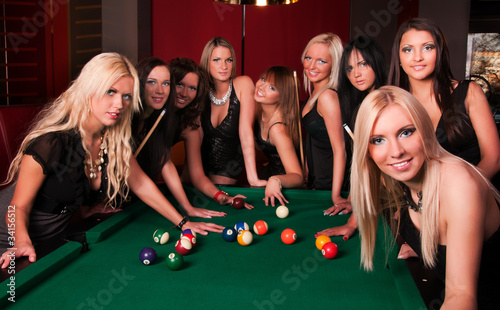 Group of happy girls playing in billiard Fototapete