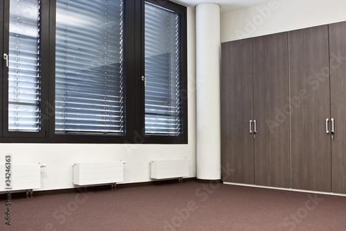 Raum Leeres Buro Mit Einbauschrank Ohne Mobel Buy This Stock Photo