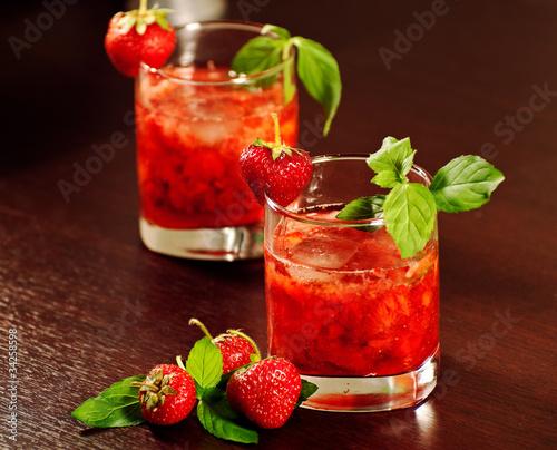 Valokuvatapetti Cocktail with strawberry