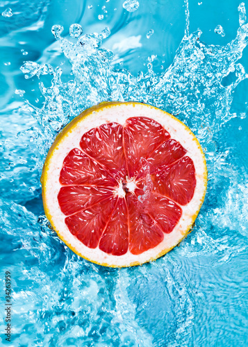 Spoed Foto op Canvas Opspattend water Fresh grapefruit