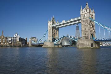 Fototapeta na wymiar Tower Bridge Open
