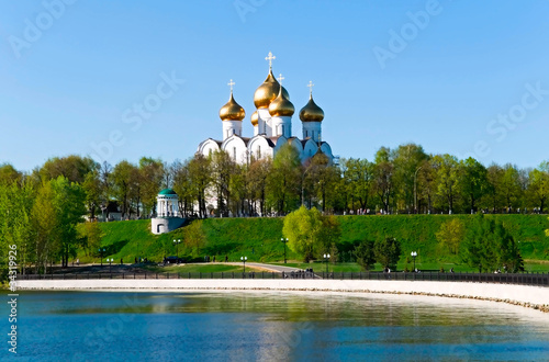 Edifice religieux cathedral of Dormition in Yaroslavl, Russia