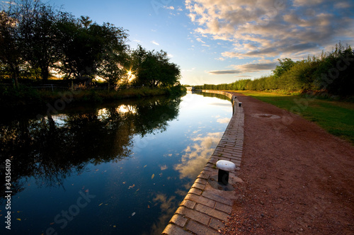 Foto op Canvas Kanaal canal and towpath