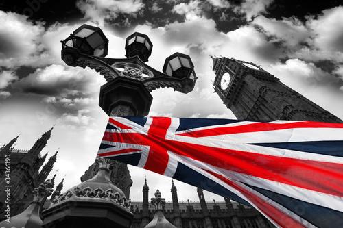 big-ben-z-kolorowa-flaga-anglii-londyn-wielka-brytania