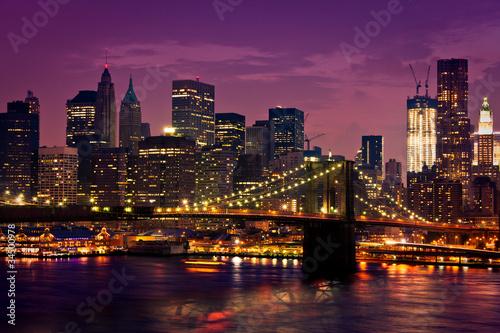 widok-na-nowy-jork-i-most-brooklinski-noca