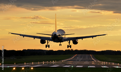 Lądowanie o zachodzie #34528705