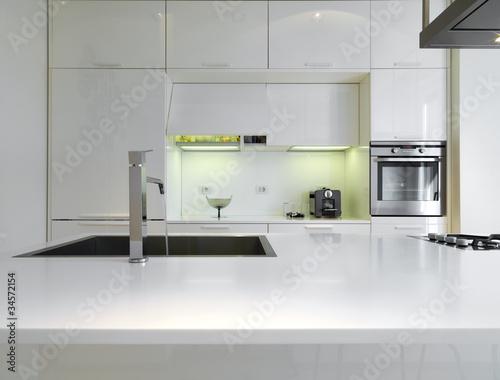 cucina moderna laccata bianca – kaufen Sie dieses Foto und finden ...