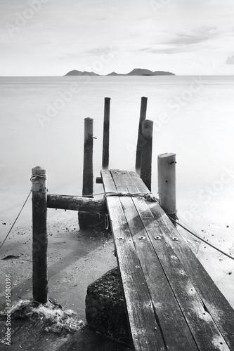 Fototapety czarno białe   czarno-bialy-pomost