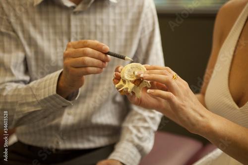 Carta da parati chiropractor with patient