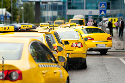 Valokuva Yellow taxi cabs waiting in front of airport terminal