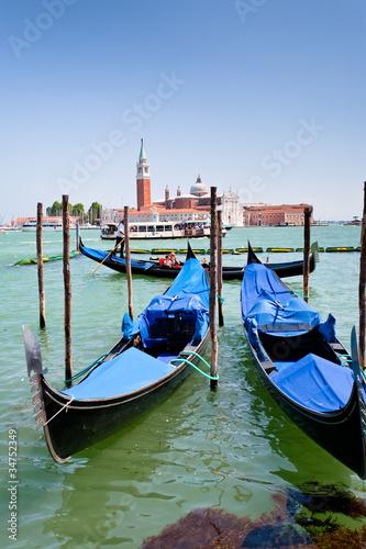 Foto op Plexiglas Venetie gondolas and view on San Giorgio Maggiore in Venice