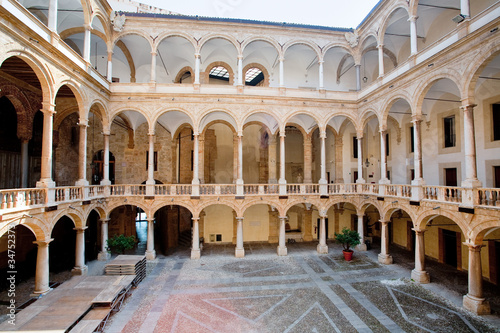 Papiers peints Palerme courtyard of Palazzo Reale in Palermo